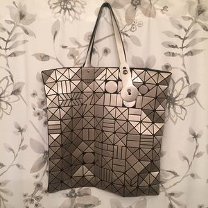 Amazing silver Abstract Tote ⭐️